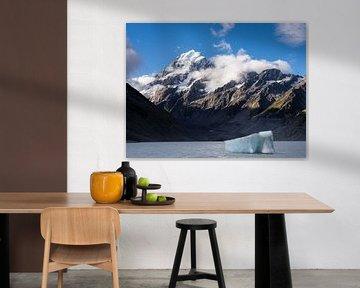 Nieuw-Zeeland - Mount Cook / Aoraki National Park - Gletsjermeer met ijsschots van Rik Pijnenburg