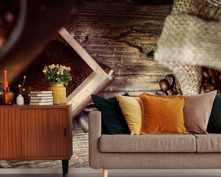 Sfeerimpressie behang: Koffiemolen en koffiebonen van Oliver Henze