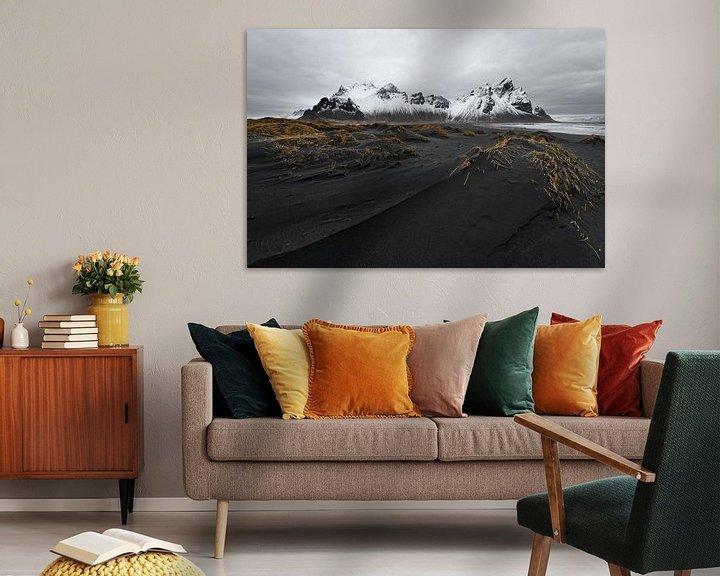 Beispiel: Bergkette vor schwarzen Sanddünen von Ralf Lehmann