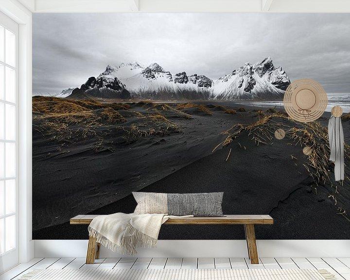 Beispiel fototapete: Bergkette vor schwarzen Sanddünen von Ralf Lehmann