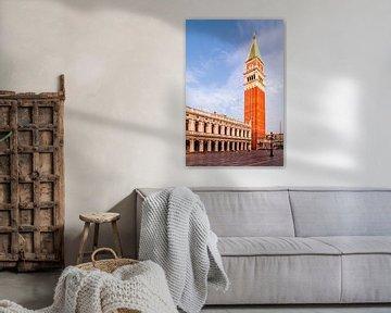 Campanile van Venetië en San Marcoplein van Melanie Viola
