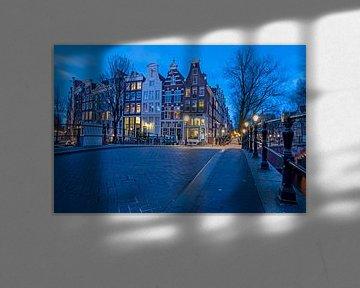 Amsterdamer Stadtbild an der Keizersgracht bei Nacht von Nisangha Masselink