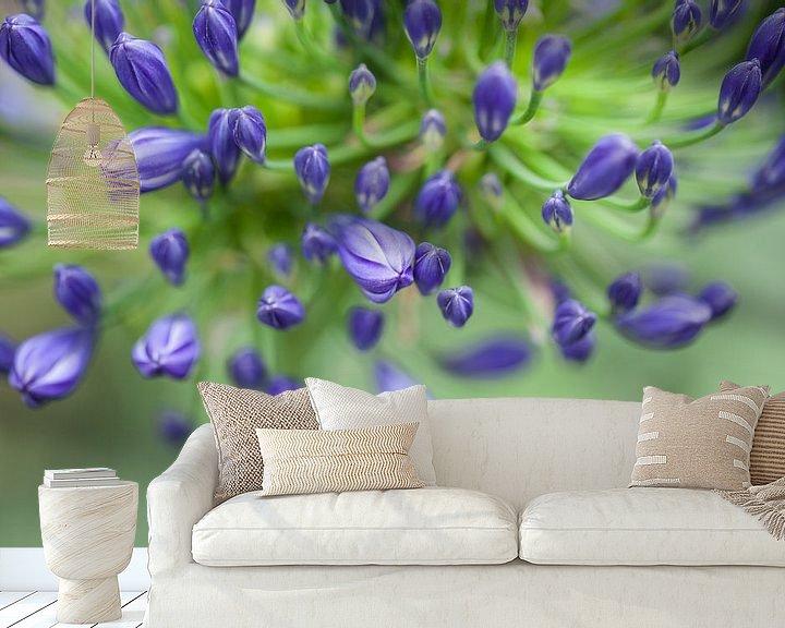 Sfeerimpressie behang: the color purple van Tonia Beumer
