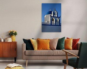 Orthodoxe witte kerk met blauwe koepel van Robert Styppa
