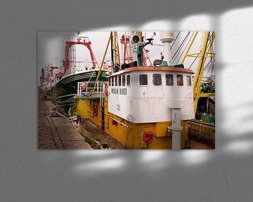 Bateaux de pêche dans le port d'IJmuiden I Industriel I Impression couleur vintage