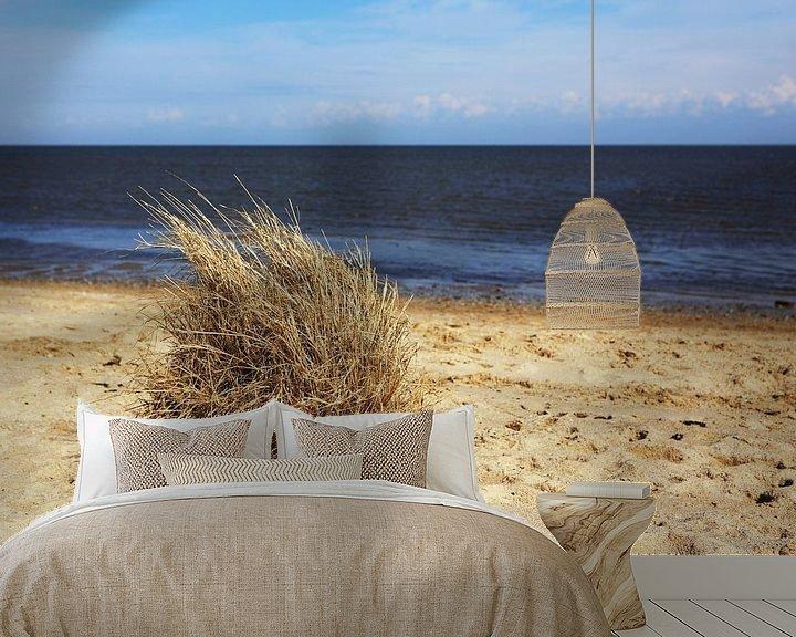 Sfeerimpressie behang: Grashoekjes op het strand van Frank Herrmann