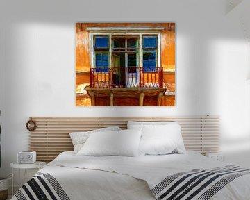 Open Huis... (Oranje Huis met Ramen) van Caroline Lichthart