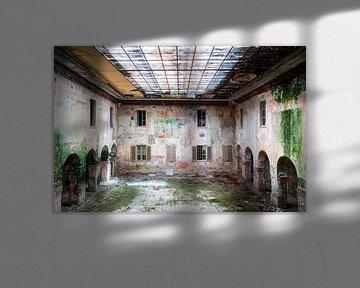 Verlassene Schule im Verfall. von Roman Robroek