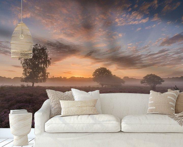Sfeerimpressie behang: Westerheide zonsopkomst van Jeroen de Jongh