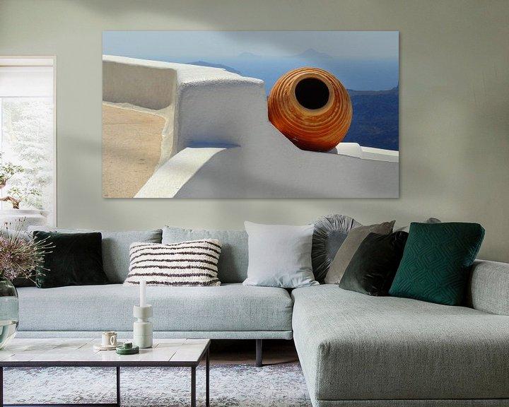 Sfeerimpressie: Stilleven van kruik op Santorini van Henny Hagenaars