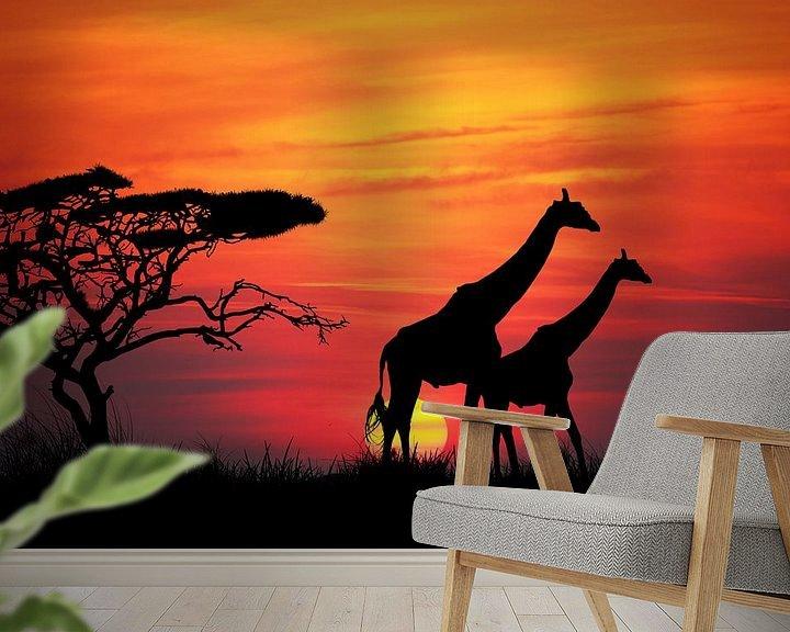 Sfeerimpressie behang: Giraffen bij zonsondergang van Henny Hagenaars