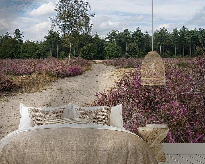 Sfeerimpressie behang: De  heide van de Maashorst in bloei van Moniek van Rijbroek