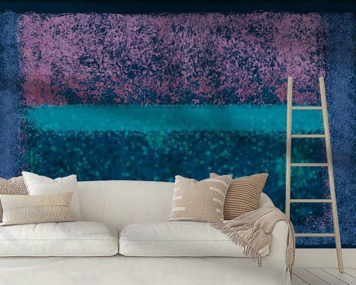 Sfeerimpressie behang: Abstract met blauw, groen en roze van Rietje Bulthuis