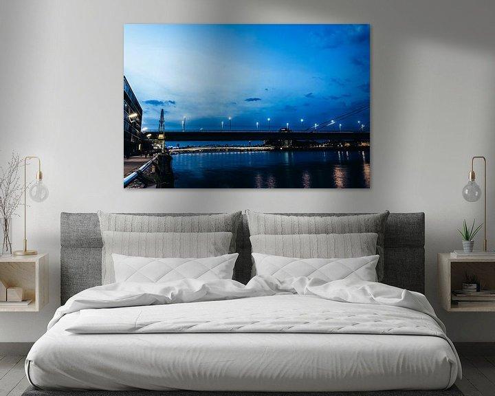 Beispiel: Severinsbrücke in Köln zur blauen Stunde von Tom Voelz