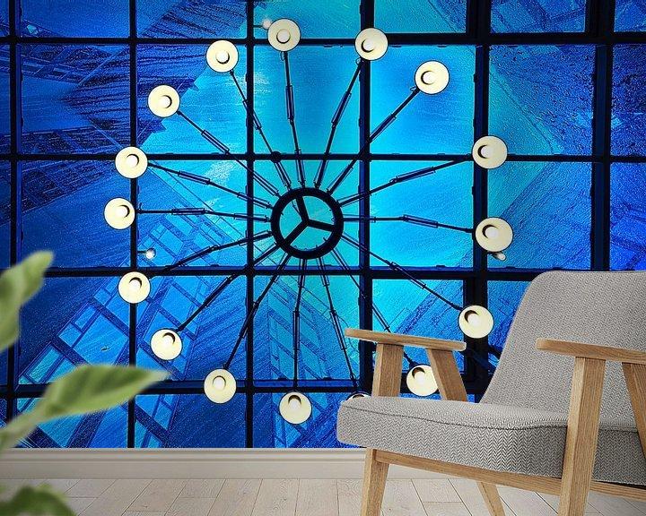 Sfeerimpressie behang: Vooruitzicht: Lichte regen, blauwe lucht van Mike Bing