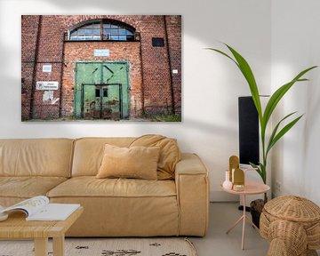 Danziger Hafen, alte grüne Tür im Hafengebäude von Eric van Nieuwland