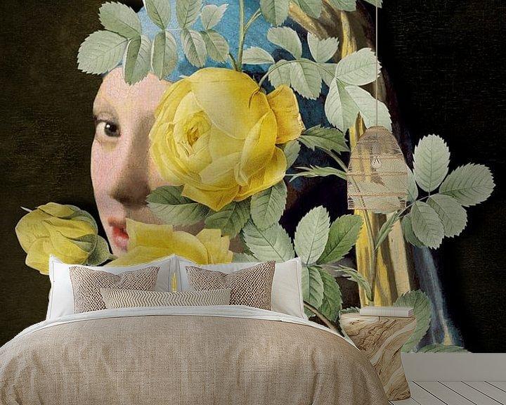 Sfeerimpressie behang: Meisje met de Parel - The Yellow Roses Edition II van Marja van den Hurk