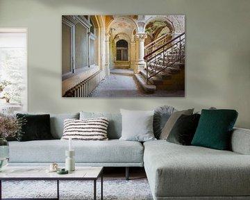 trappenhal in een verlaten villa van Kristof Ven
