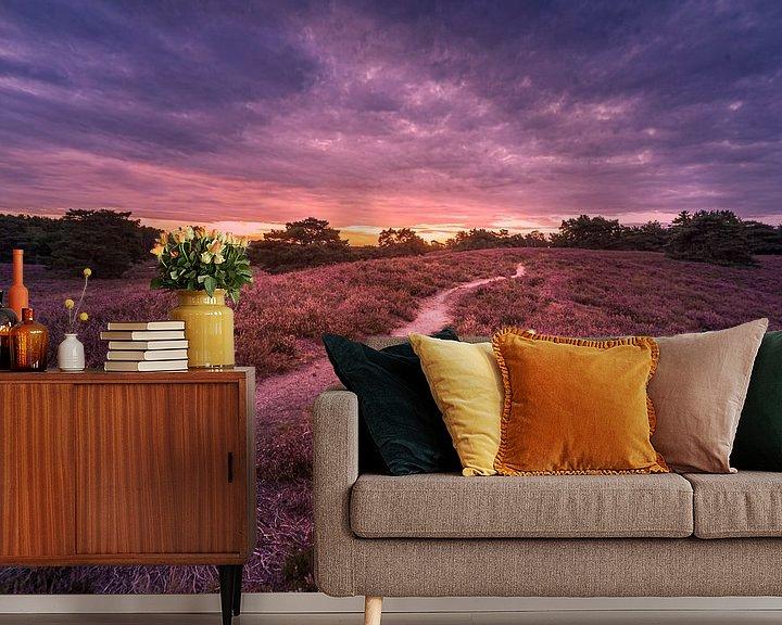Sfeerimpressie behang: deep purple van Bas Handels