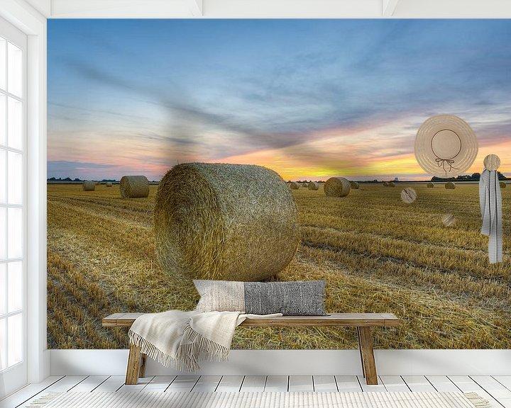 Sfeerimpressie behang: Balen stro in de zomer van Michael Valjak