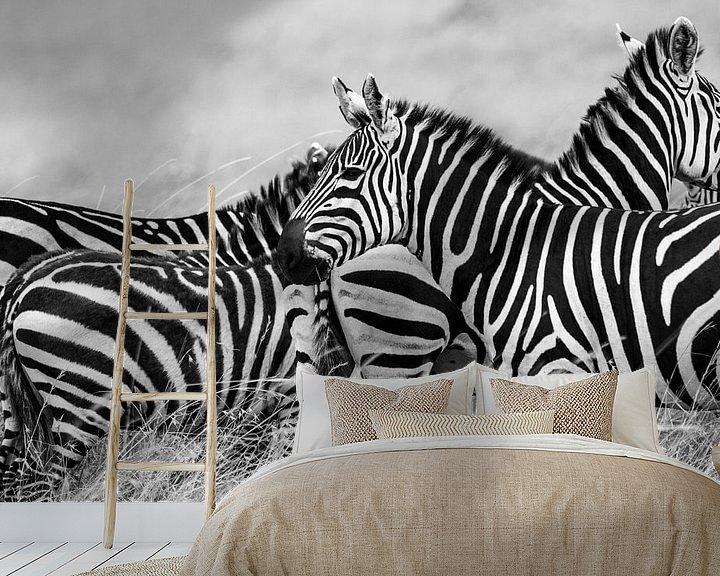 Sfeerimpressie behang: Zebra onderonsje van Van Renselaar Fotografie