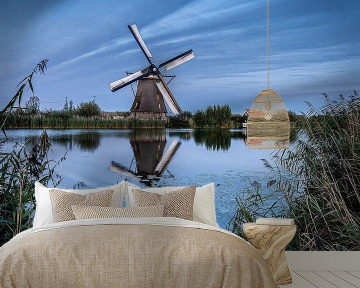 Sfeerimpressie behang: Weerspiegeling van een molen in het water van Henri van Avezaath