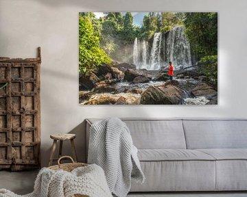 Visser bij waterval, Kulen mountain Cambodja van Frank Alberti
