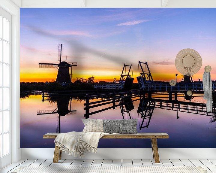 Sfeerimpressie behang: Molens op de Kinderdijk bij Zonsondergang van Brian Morgan