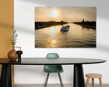 Boot op kanaal bij zonsondergang van Johan Vanbockryck