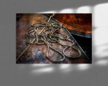 Vieux cordages et bateaux rouillés sur Kok and Kok