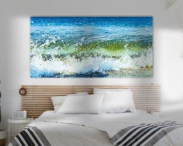 Plätscherndes Meerwasser von einer Welle am Strand von Scheveningen von MICHEL WETTSTEIN