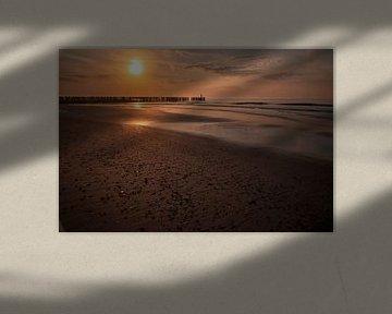 Zeeland, Sonnenuntergang bei Westkapelle von Gert Hilbink
