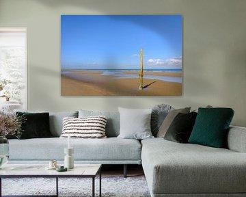 Getijdenpaal op het strand van Johan Vanbockryck