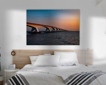 Le Zeelandbrug, Zeeland (Pays-Bas) au lever du soleil. sur Gert Hilbink