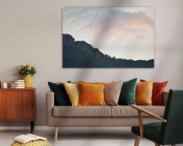 Berg met wolken van Trinity Fotografie