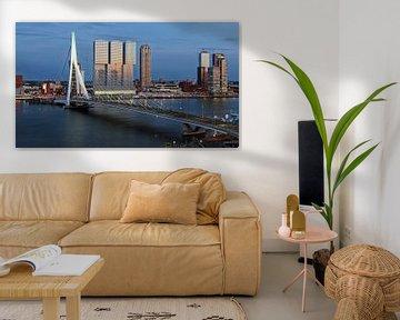 Rotterdam Erasmusbrücke am Abend von Rob van der Teen