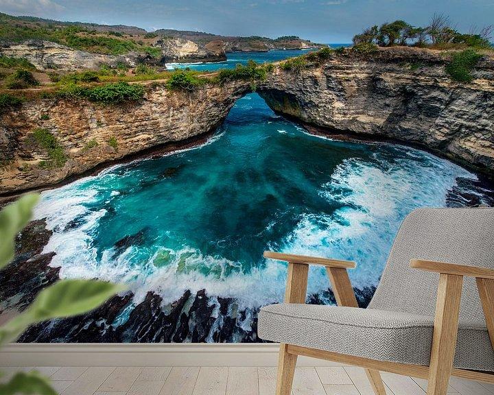 Sfeerimpressie behang: Broken Beach op Nusa Penida, eiland van Bali van Ellis Peeters