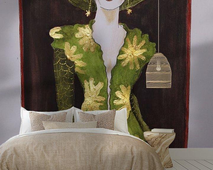 Sfeerimpressie behang: Vrouw in groene jurk met gouden accenten van Iris Kelly Kuntkes