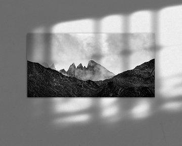 Gipfelkreuz im Nebel von Denis Feiner