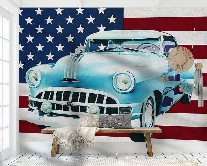 Sfeerimpressie behang: Pontiac Chieftain Hard Top met casket 1950 met vlag van de V.S. van Jan Keteleer