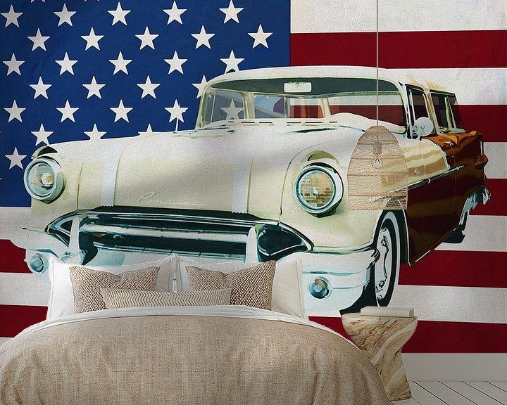 Sfeerimpressie behang: Pontiac Safari Station Wagon 1956 met vlag van de V.S. van Jan Keteleer