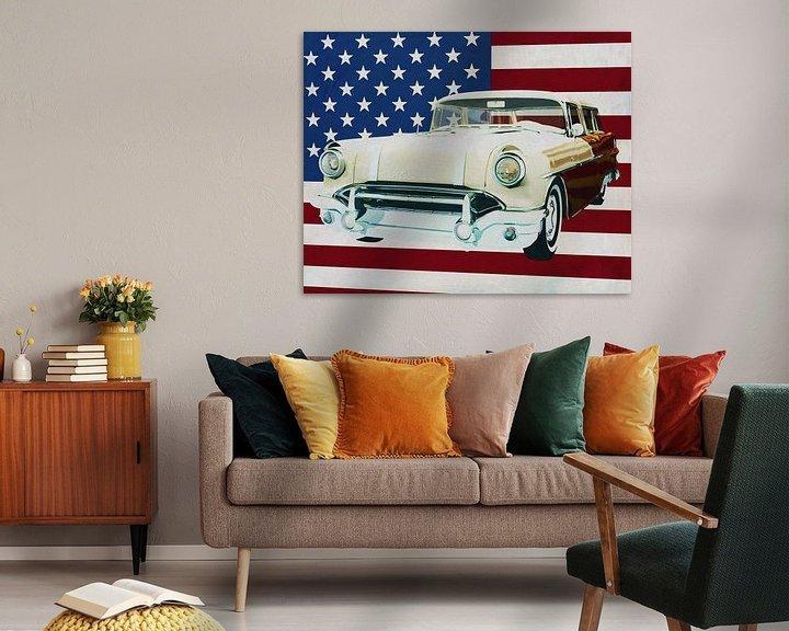 Sfeerimpressie: Pontiac Safari Station Wagon 1956 met vlag van de V.S. van Jan Keteleer