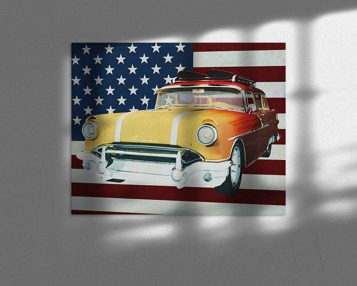 Sfeerimpressie: Pontiac Safari Station Wagon Surfer Edition 1956 met vlag van de U.S.A. van Jan Keteleer