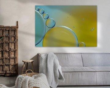 Gouttes d'huile sur l'eau (jaune et bleu) sur Marianne Twijnstra-Gerrits