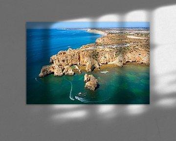 Luftaufnahme von Ponte Piedade an der Algarve in der Nähe von Lagos in Portugal von Nisangha Masselink