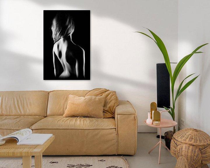Sfeerimpressie: Naakte vrouw, low-key van Carl Remmers