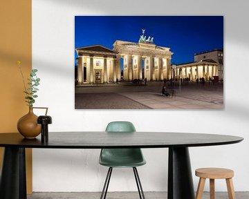 Berlin, Brandenburger Tor in der blauen Stunde von Frank Herrmann