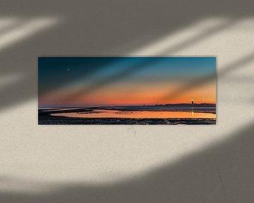 Panorama beeld van een zonsondergang met de Brandaris op Terschelling van Henk Meijer Photography