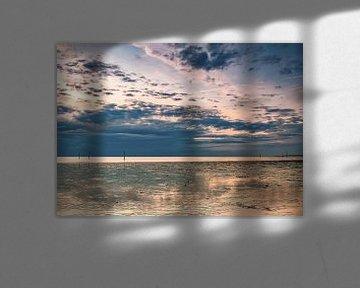 Mooie wolken boven strand Hellevoetsluis van Marjolein van Middelkoop
