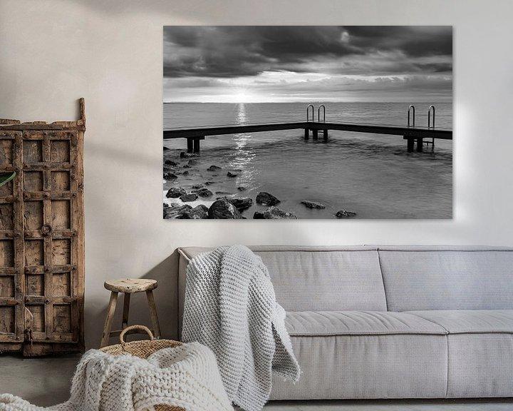 Sfeerimpressie: Zwemsteiger Ouddorp in zwart wit van Marjolein van Middelkoop